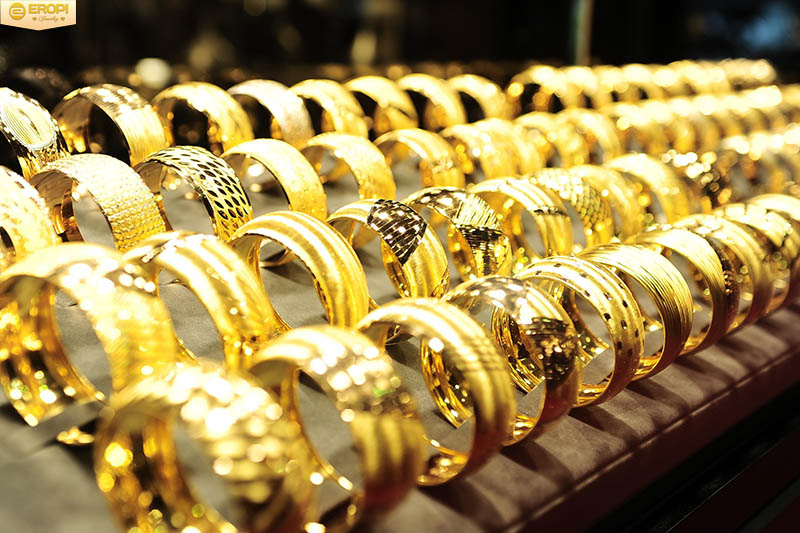 Vàng được cực kỳ yêu thích tại Việt Nam.