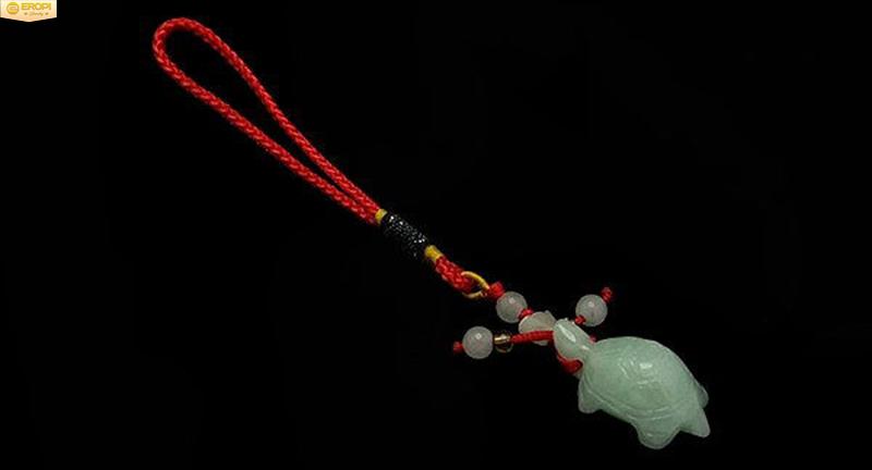 Mang linh vật Rùa bên người để cầu bình an, sức khỏe.