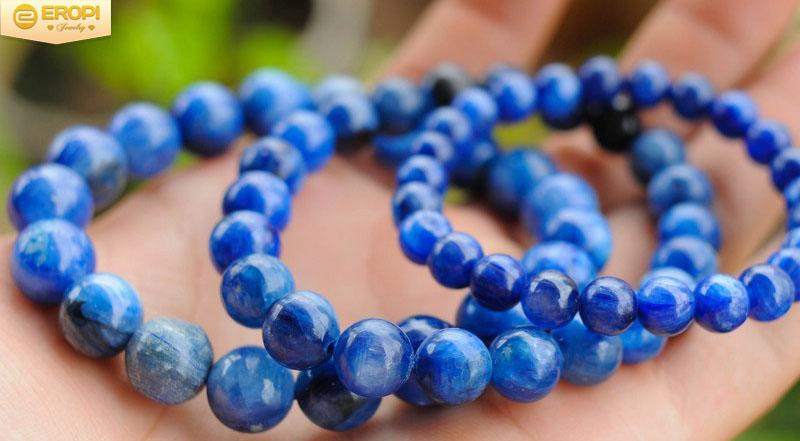 Vòng tay Kyanite có nhiều tác dụng tốt cho sức khỏe.