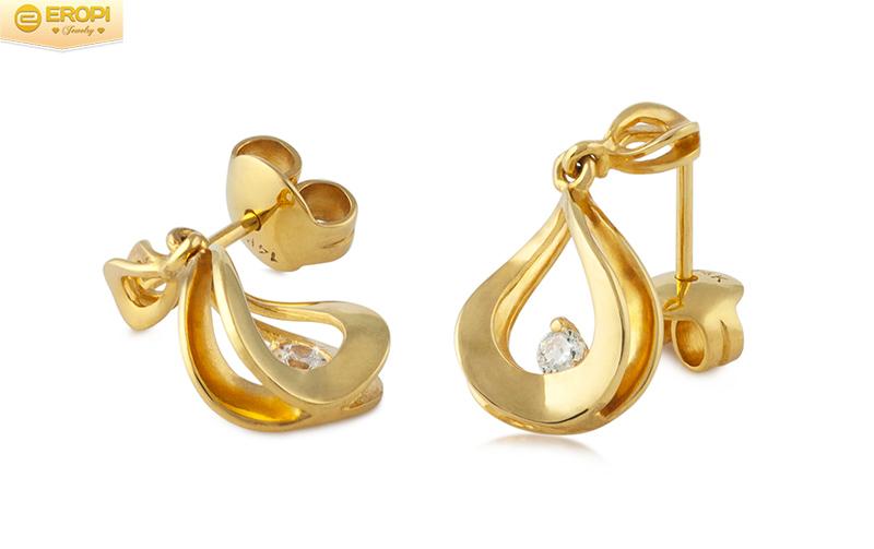 Đó là những đôi bông tai vàng được nhiều quý cô yêu thích.
