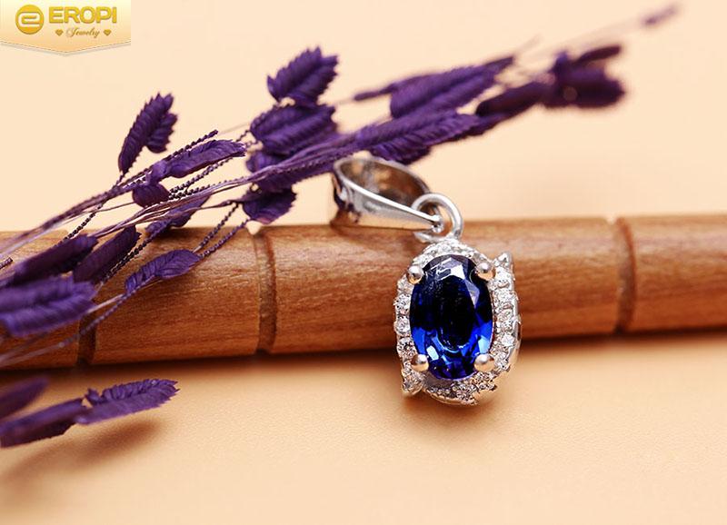 Kim cương xanh được chế tác thành những bộ trang sức đẹp và lạ mắt.