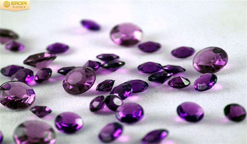 Sự biến hóa của viên kim cương tím thô.