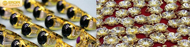 Bộ trang sức vàng lóa mắt người người ngắm nhìn.