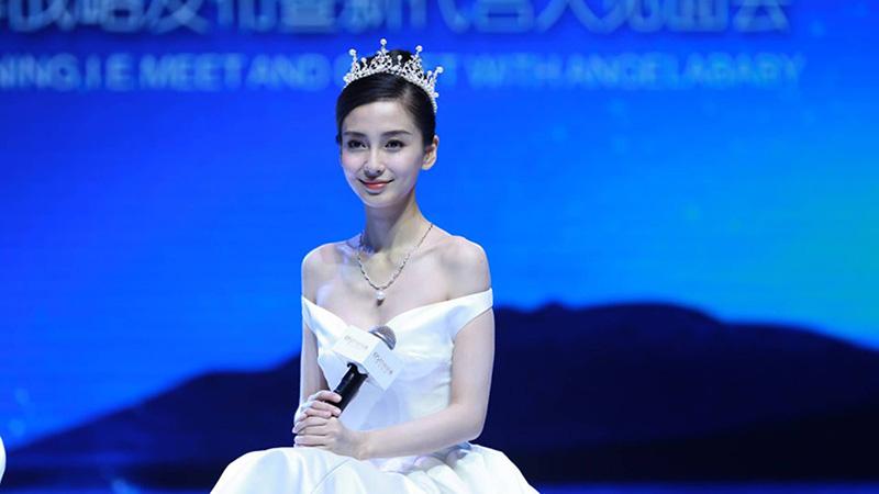 Vương miệng công chúa của hãng thời trang Chaumet được Angela Baby chọn trong ngày trọng đại của mình.