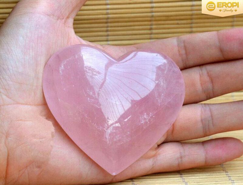 Thạch anh hồng là viên đá nhiệm màu của tình yêu