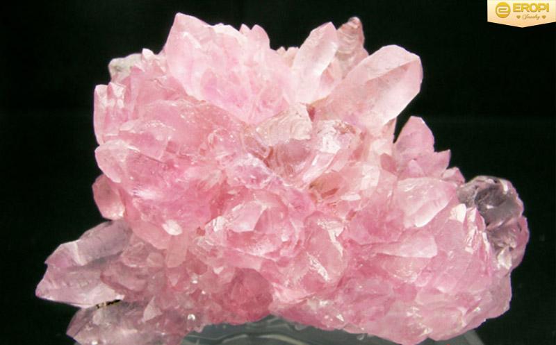 Thạch anh hồng với vẻ đẹp ấn tượng.